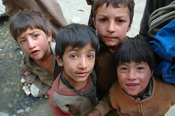 Chłopcy w Askole