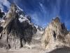 Uli Biaho, Hainabraak i Cats Ears Spire po drugiej stronie Trango Glacier