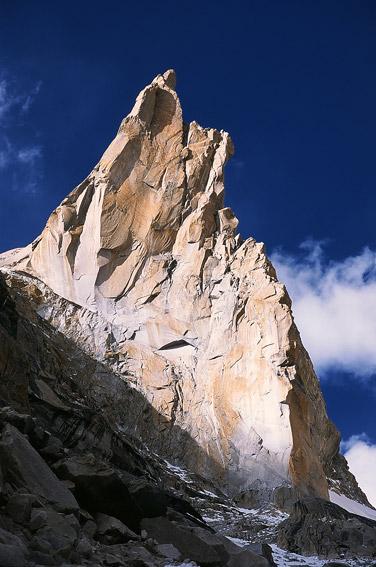 Trango Monk, szczyt na lewo od Nameless - zdobyty dotąd dopiero dwa razy
