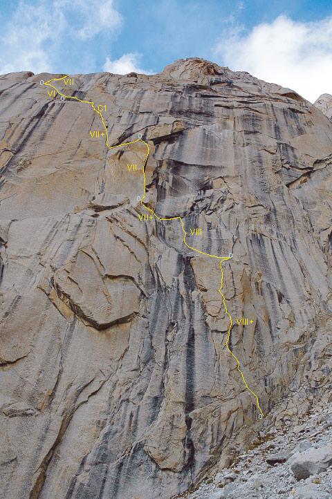 Dolna część Let's Go Home jakies 60 metrów ponieżej miejsca, w którym łączy się ona z drogą pierwszych zdobywców