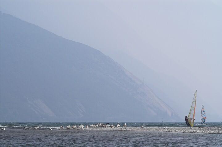 Zwiedzanie męczy, czas na rest. Jezioro Garda.