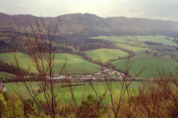 Widok na dolinę z Hrad'u