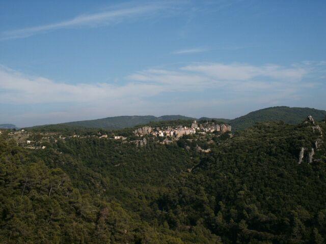 Widok na średniowieczne miasteczko - Chateaudouble.