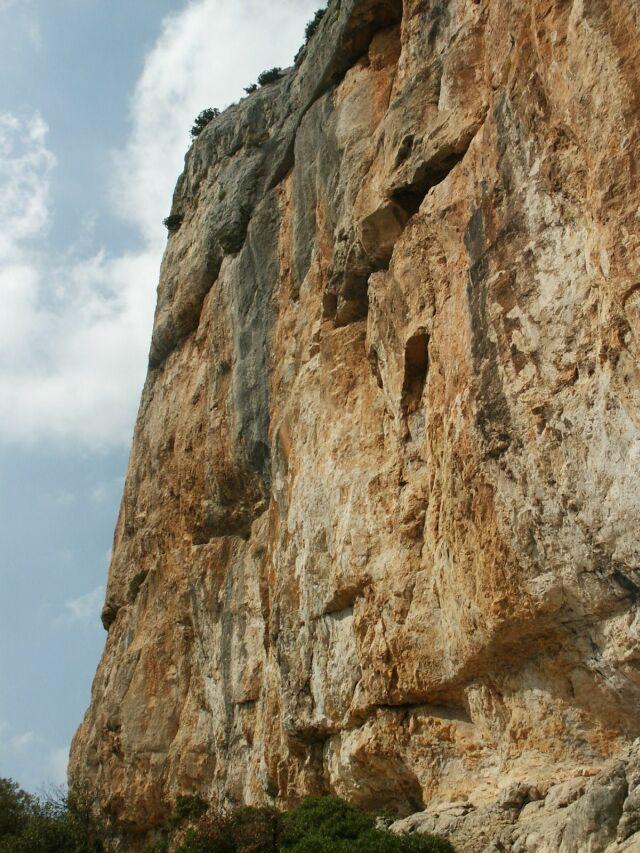 Największa ściana rejonu, do 80 m. (3 wyciągi) - Chateaudouble