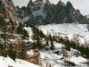 Przebieg drogi Rebuffat-Terray na pólnocnej scianie Aiguille des Pelerins.
