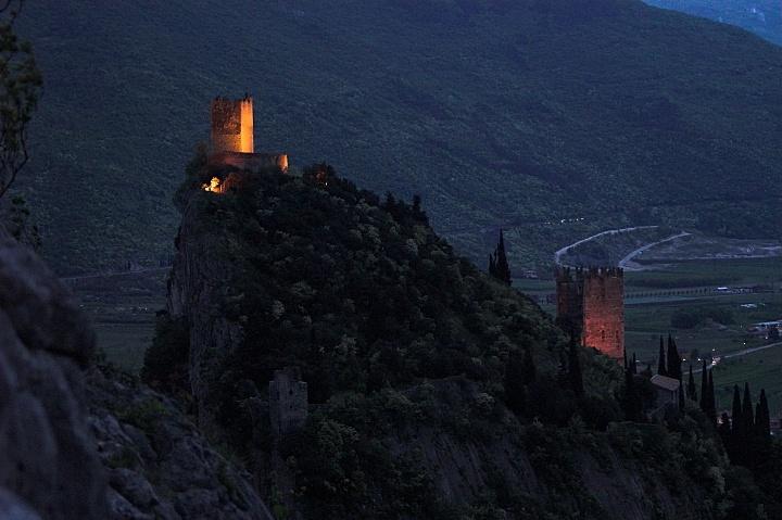 Spojrzenie z górnej części 'ściany' La Goli na zamek.
