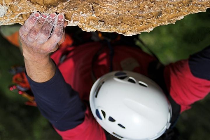Koniec podejściowego wyciągu pod 'White Crack'a', Colodri - ściana z drogami do 300 metrów.
