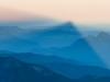 wojciech-ryczer-cien-wielkiej-gory-nad-dolina-chamonix-widoki-z-aiguille-du-midi-o-wschodzie-slonca
