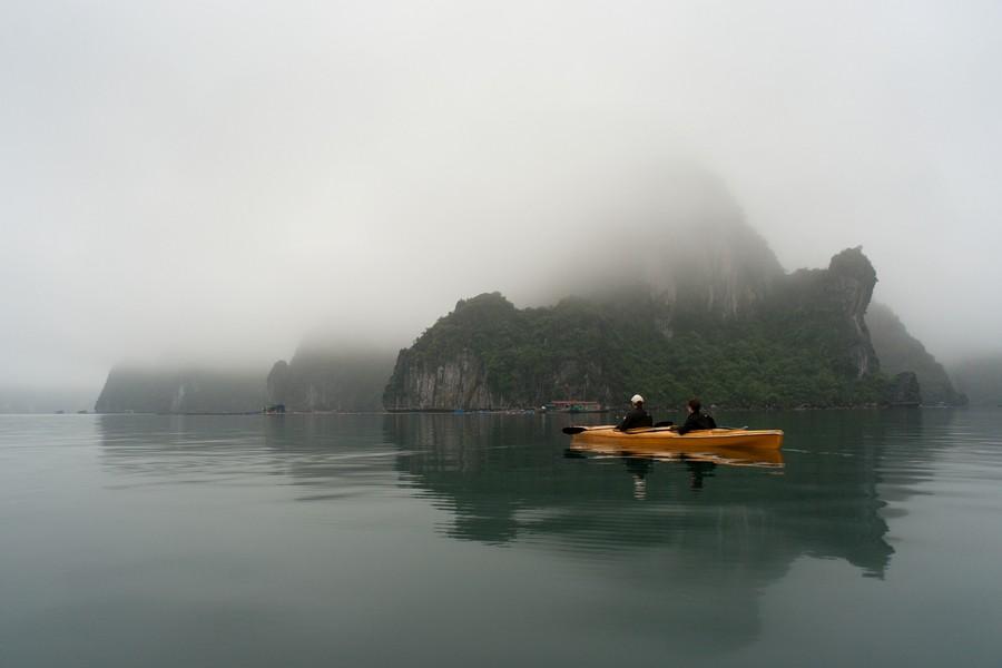 wojciech-ryczer-posrod-skalnych-turni-i-plywajacych-wiosek-wietnam-zatoka-ha-long