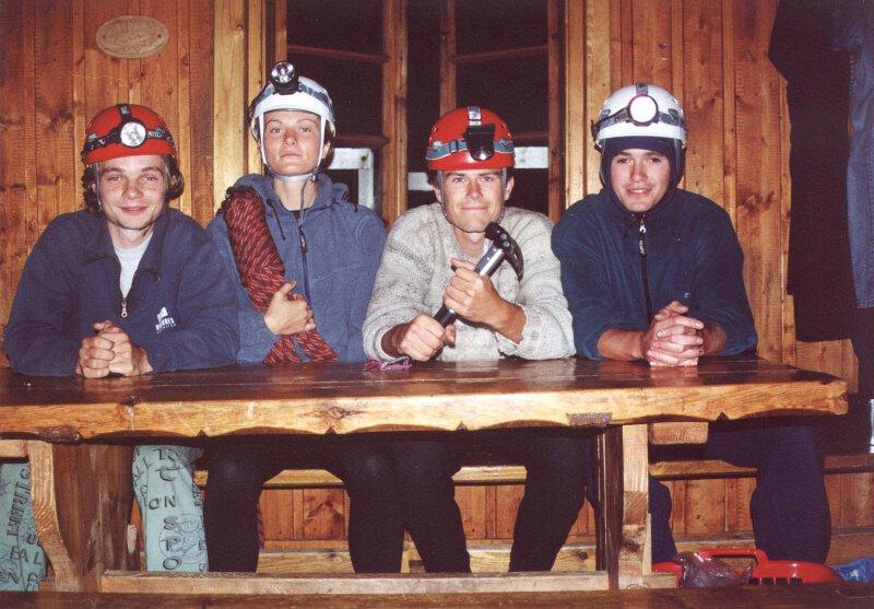 2000 Betlejemka. Od lewej siedzą: Dominik Ewald, Aśka Grzybowska, Krzysiek Sadlej, Filip Reinhard. Fot. Filip Reinhard