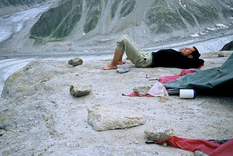 2004-07 Alpy Francuskie. Igly Chamonix. Odpoczynek po ostatnim wspinie. Fot. Wojtek Ryczer