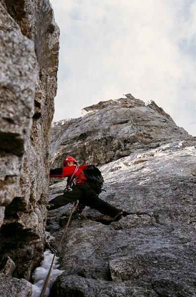2005-08 Alpy Francuskie. Filar Walkera - 23 wyciag. Podczas pierwszej próby Krzyśka. Fot. Michał Kaspowicz