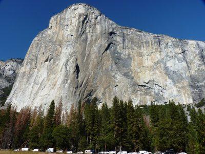 Majestat El Capa widziany z łąki fot. erik, tim & krzysztof